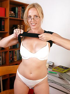 Milf in Glasses Pictures
