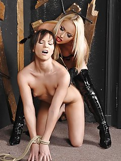 Milfs in Latex Pictures